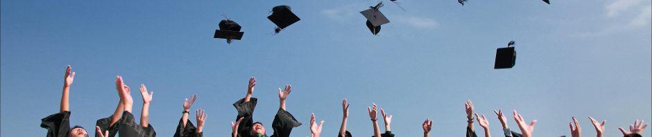 augstskolas absolventi