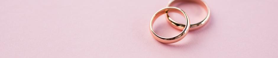 ļoti skaisti laulību gredzeni